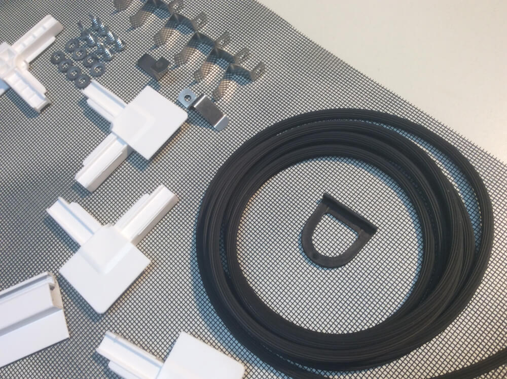 deluxe insektenschutz spannrahmen f r fenster weiss als bausatz gewebe in schwarz. Black Bedroom Furniture Sets. Home Design Ideas