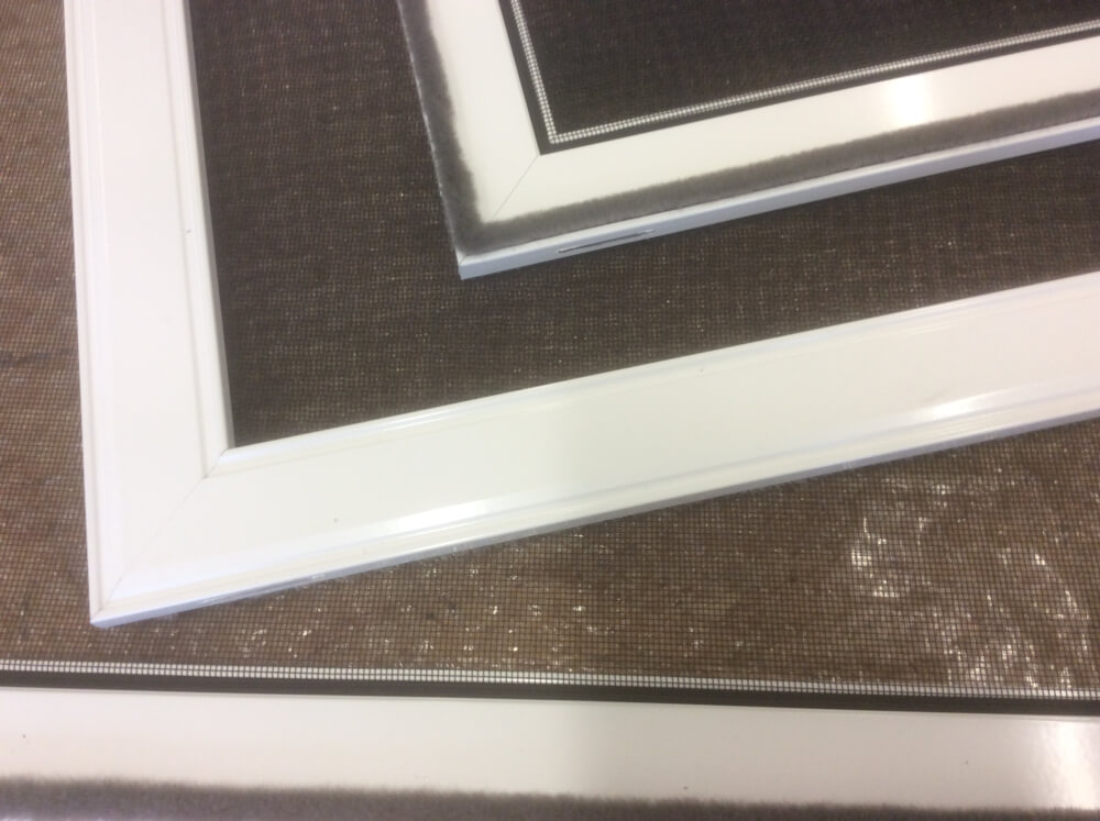 perfect insektenschutz spannrahmen f r fenster weiss als bausatz gewebe in schwarz. Black Bedroom Furniture Sets. Home Design Ideas